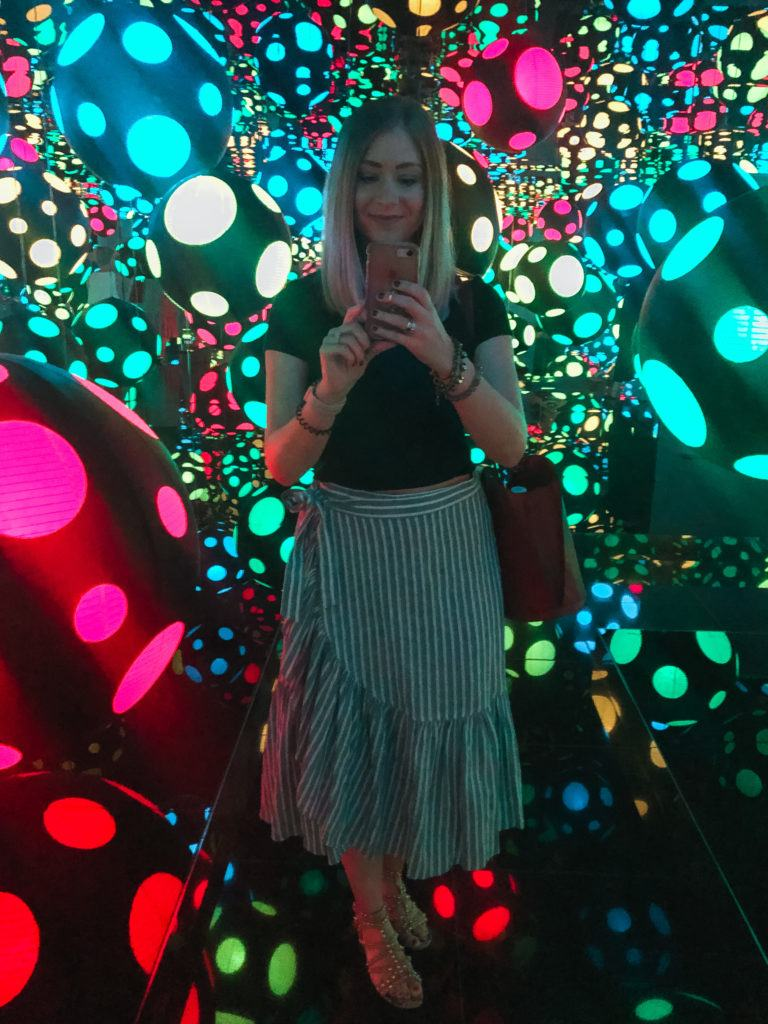 Yayoi Kusama's Infinity Mirrored Room – My Heart is Dancing into the Universe