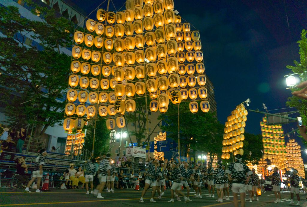 Balancing kanto poles with lanterns at Akita Kanto Matsuri
