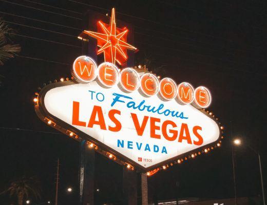 Fabulous Las Vegas neon sign - girls trip to Vegas